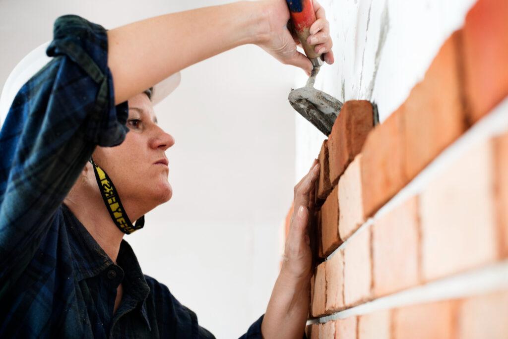 Constructor-construction-repair-plastering-wall